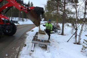 Juha Feodoroff oversees the loading of the spawning gravel, April 2018.